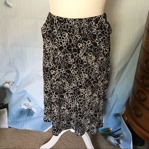 CJ Banks attractive black & white midi skirt  3X